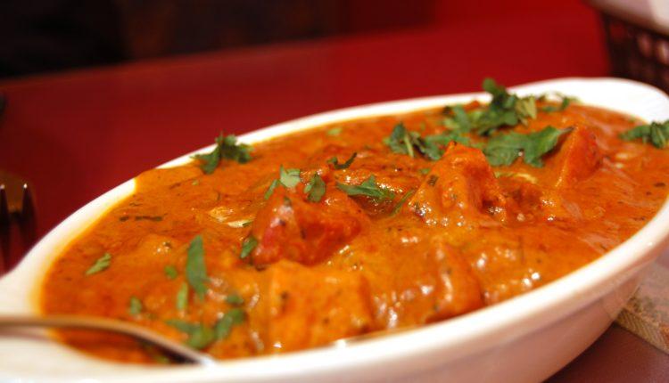 الدجاج بالكاري و حليب جوز الهند على الطريقة الهندية