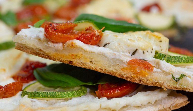 طريقة عمل الخبز المسطح بالكوسا وجبن الريكاتو بالأعشاب 1