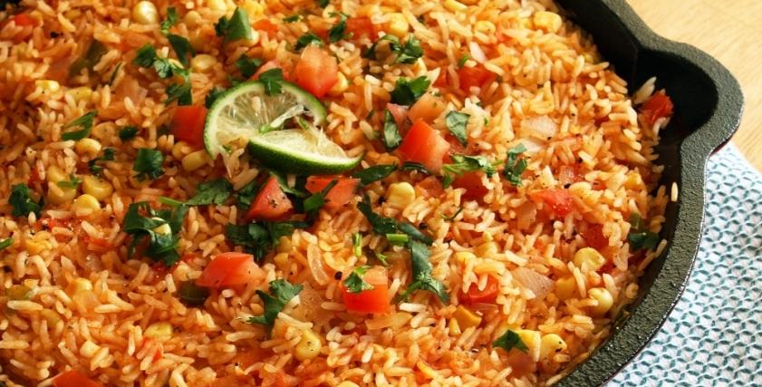 مكونات وطريقة عمل الأرز بالطماطم