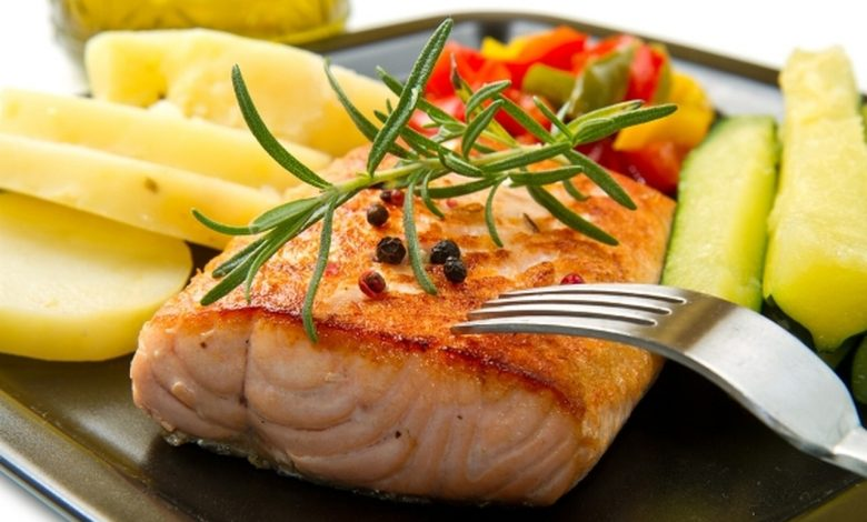 طريقة عمل سمك السلمون منال العالم