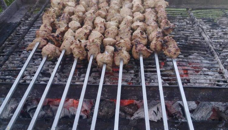 طريقة عمل اللحم المشوي على الفحم بالزبادي