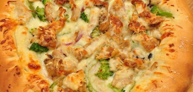 طريقة تحضير بيتزا الدجاج والأناناس