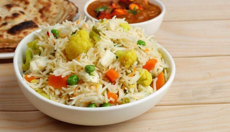 طريقة عمل الأرز بالخضار للنباتيين
