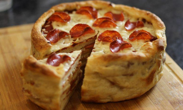 طريقة عمل كيكة البيتزا بالبيبروني