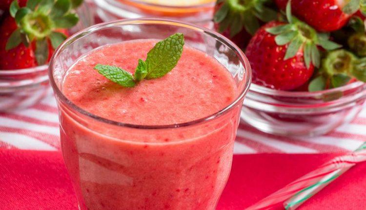 طريقة عمل عصير كوكتيل الفراولة