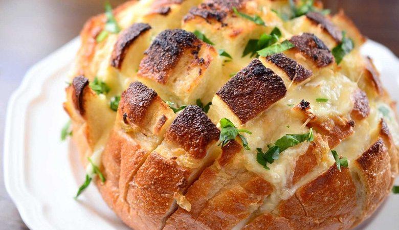 طريقة عمل الخبز المقطع بالجبن والمارتديلا