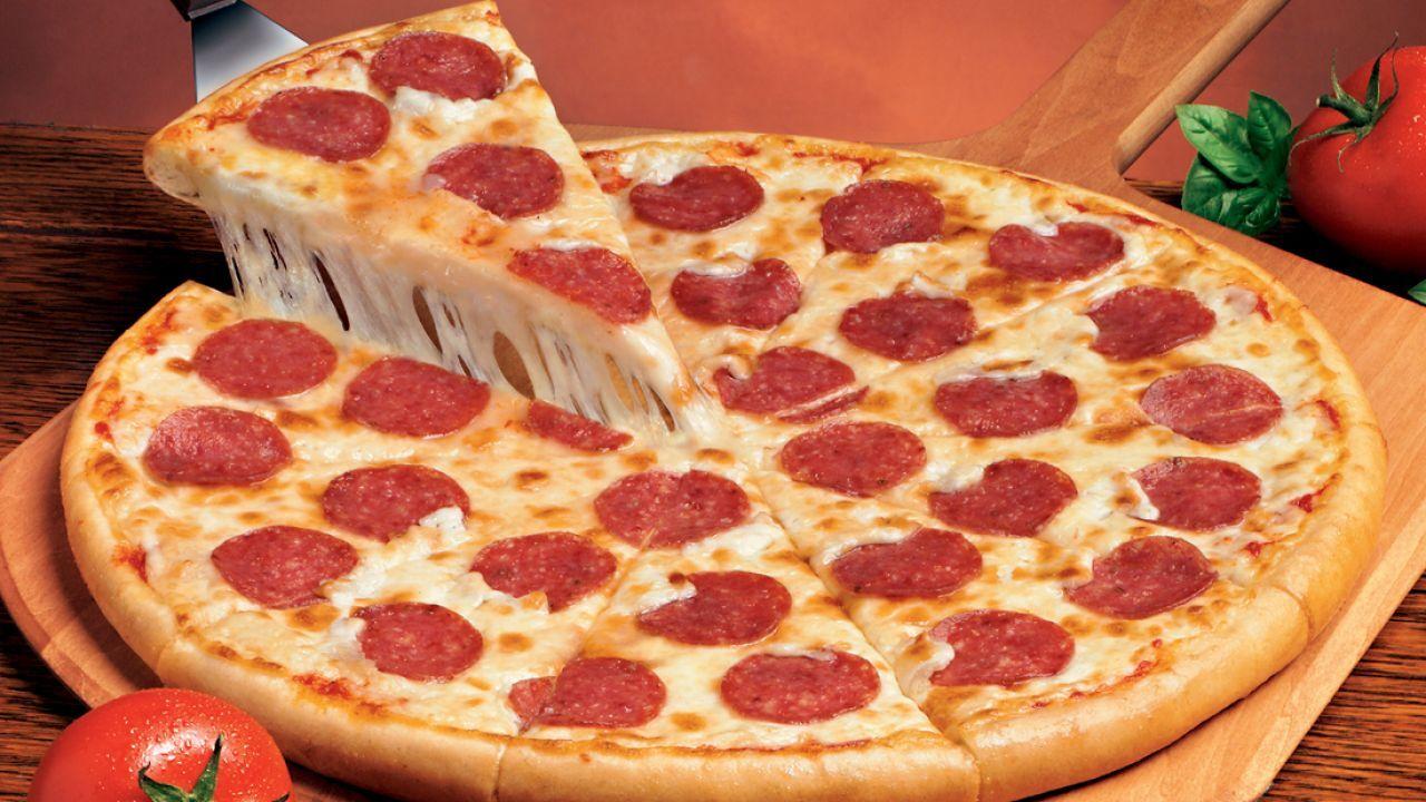 طريقة عمل كيكة البيتزا بالبيبيروني